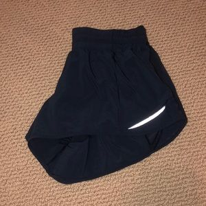 Lululemon 2 1/2 inch hotty hot shorts